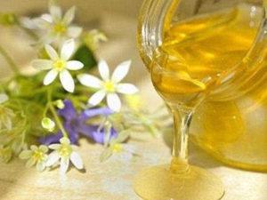 Травневий мед відкачують в кінці травня - початку червня
