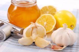 Засіб на основі часнику, меду і лимону