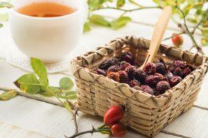 Шипшина лікарська: властивості: рецепти чаю, відвару