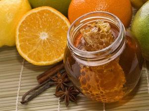 Мед і кориця від прищів