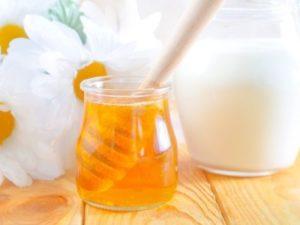 Молоко, масло і мед від кашлю