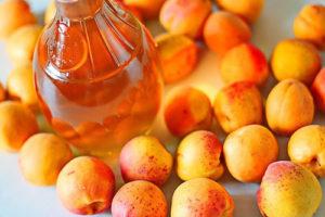 Рецепти лікеру з абрикос