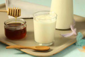 Корисні властивості меду і молока