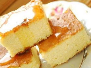 Бабка сирна з горіхами на меду