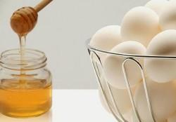 маски для волосся з яйцем і медом