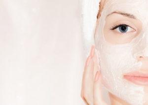 Маска для шкіри обличчя з меду і сметани