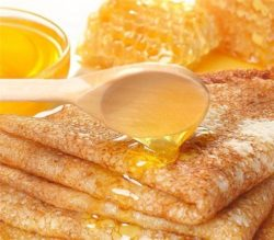 млинці з медом
